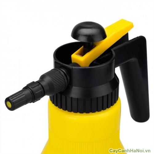 Bình xịt nước áp suất có van giúp tăng áp suất nước bên trong