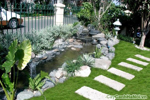 Nước ở xung quanh khu vườn tạo cảm giác cần bằng