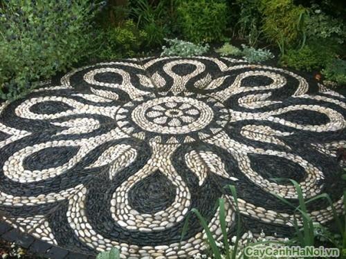 Sỏi đen kết hợp với các loại sỏi khác dùng lát sân vườn